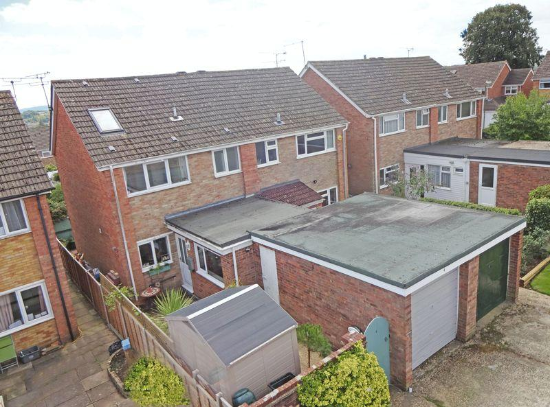 4 Bedrooms Semi Detached House for sale in Greenfields Area, Alton