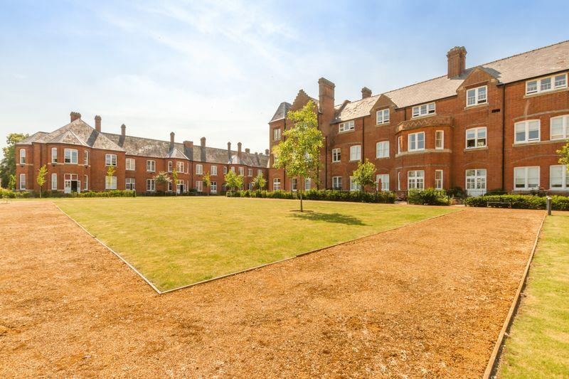 3 Bedrooms Apartment Flat for sale in Cholsey Meadows, Nr. Wallingford