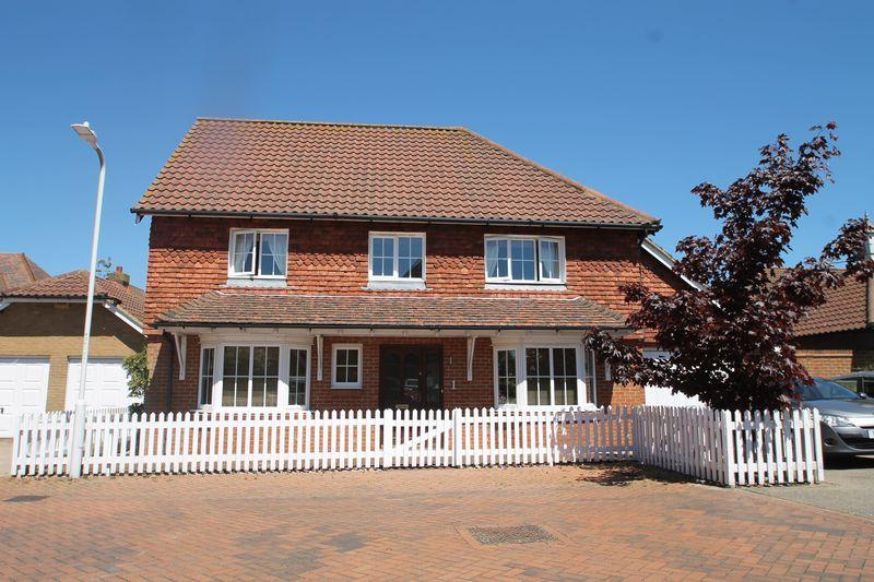 3 Bedrooms Detached House for sale in Hawkinge, Folkestone