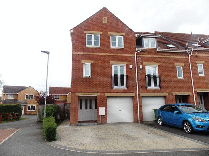 5 Bedrooms Town House for sale in Heather Lea, Blyth - Five Bed Town House