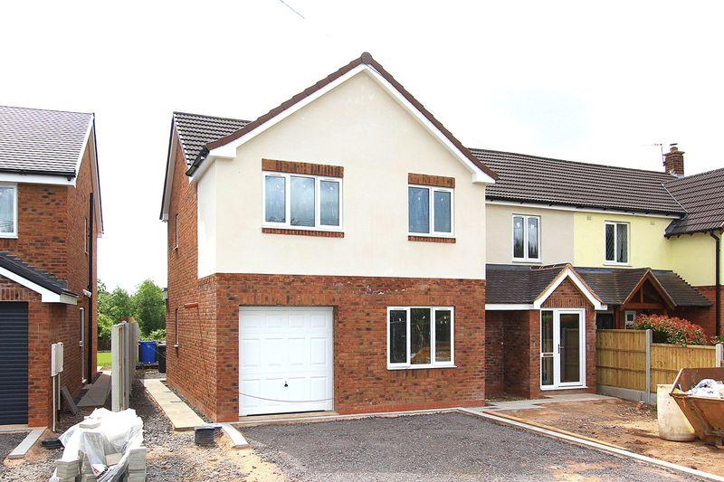 4 Bedrooms Semi Detached House for sale in OAKEN, Shop Lane