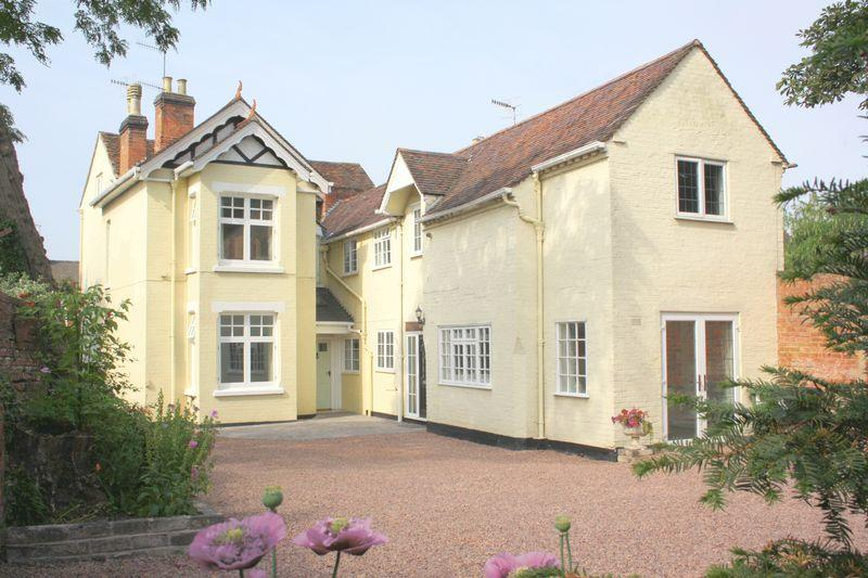 6 Bedrooms Unique Property for sale in High Street, Pershore