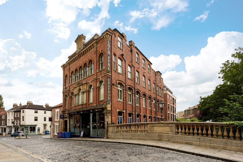 2 Bedrooms Apartment Flat for sale in Fossbridge House, Walmgate, York, YO1
