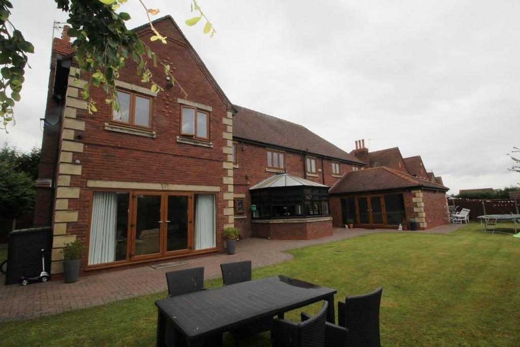 5 Bedrooms Detached House for sale in Canal View