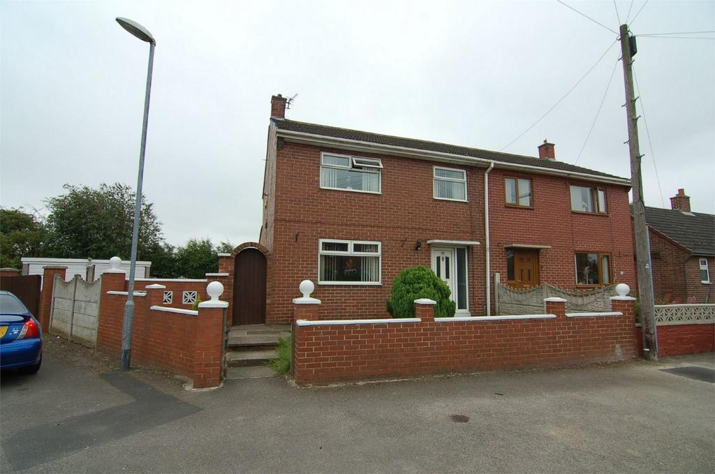 3 Bedrooms Semi Detached House for sale in Woodhead Drive, Blacker Hill, BARNSLEY, South Yorkshire