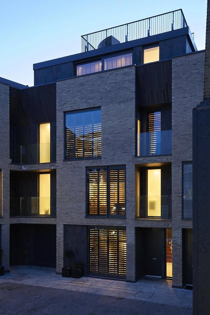 4 Bedrooms Mews House for sale in Battersea Square Mews, Battersea Square, Battersea, London, SW11