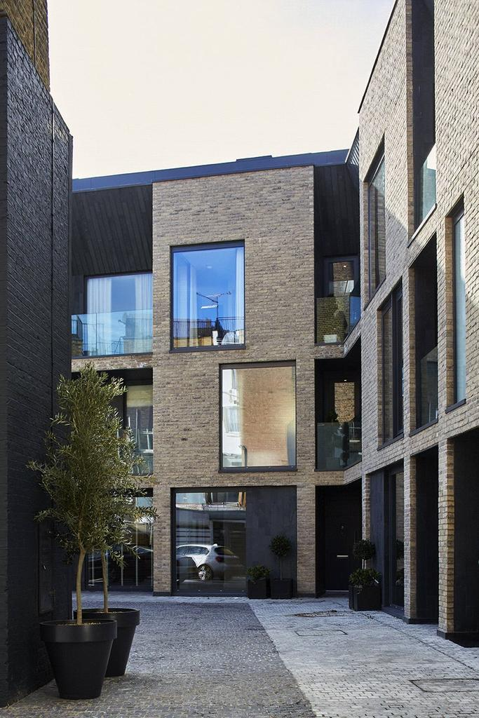 4 Bedrooms Mews House for sale in Battersea Square Mews, Battersea Square, London, SW11