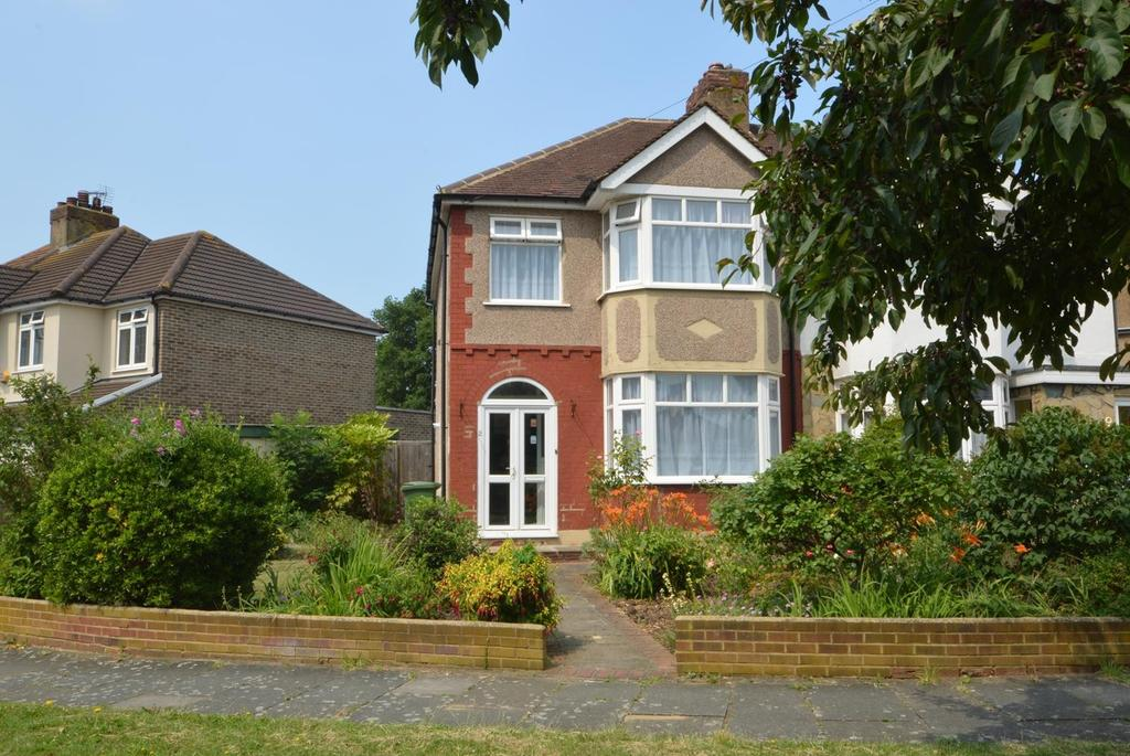 3 Bedrooms Semi Detached House for sale in Heather Glen, Rise Park, Romford, RM1