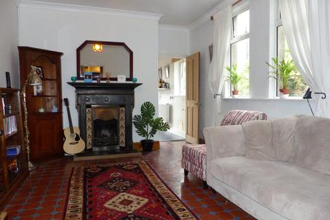 2 bedroom flat to rent - Connaught Road, Cardiff