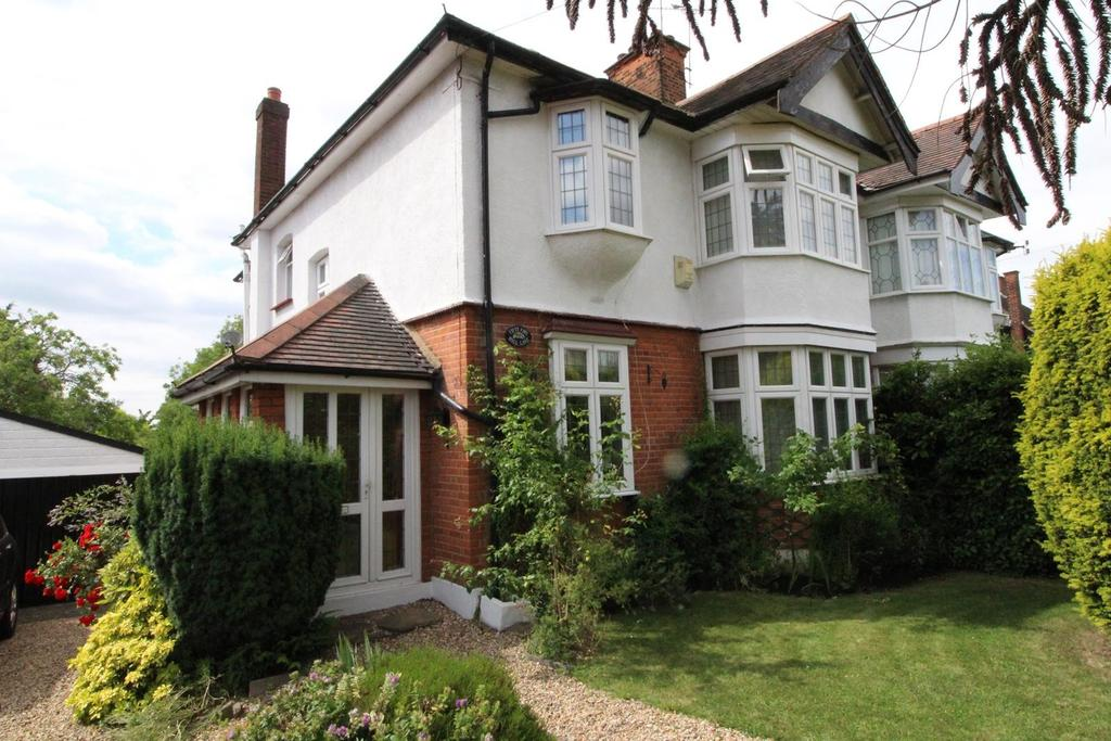 4 Bedrooms Semi Detached House for sale in Hall Lane, Upminster, Essex, RM14