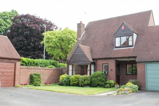 3 Bedrooms Link Detached House for sale in 2 Smallwood Court, Newport, Shropshire, TF10 7NH