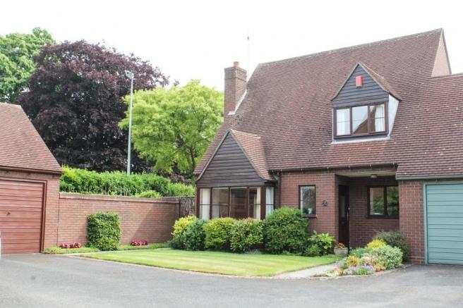 2 Bedrooms Link Detached House for sale in 2 Smallwood Court, Newport, Shropshire, TF10 7NH