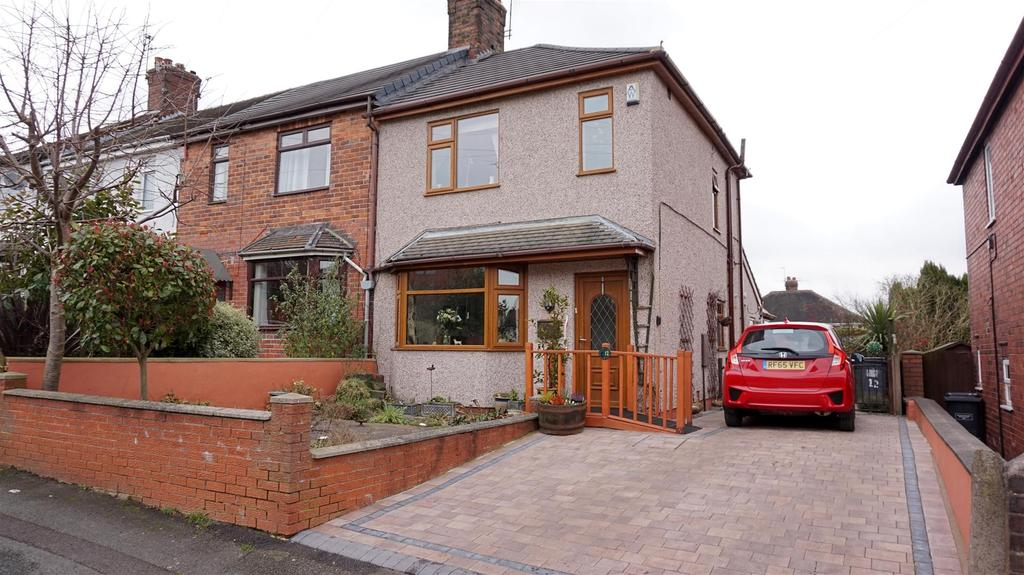 3 Bedrooms Town House for sale in Clover Road, Wolstanton, Newcastle