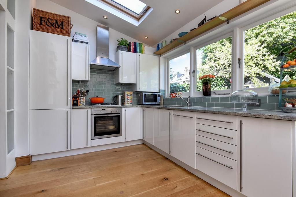 3 Bedrooms Flat for sale in Louisville Road, Balham