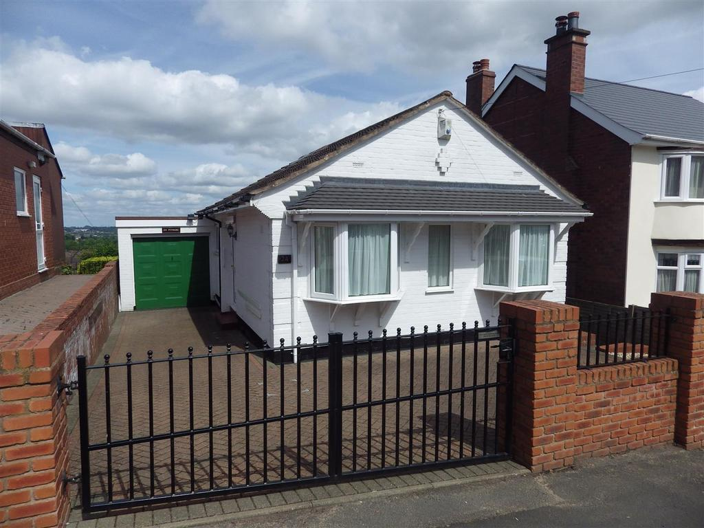 3 Bedrooms Detached Bungalow for sale in Windsor Road, Halesowen