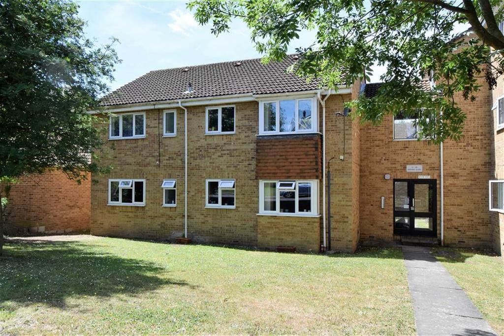2 Bedrooms Flat for sale in Gregory Close, Rainham, Kent, ME8