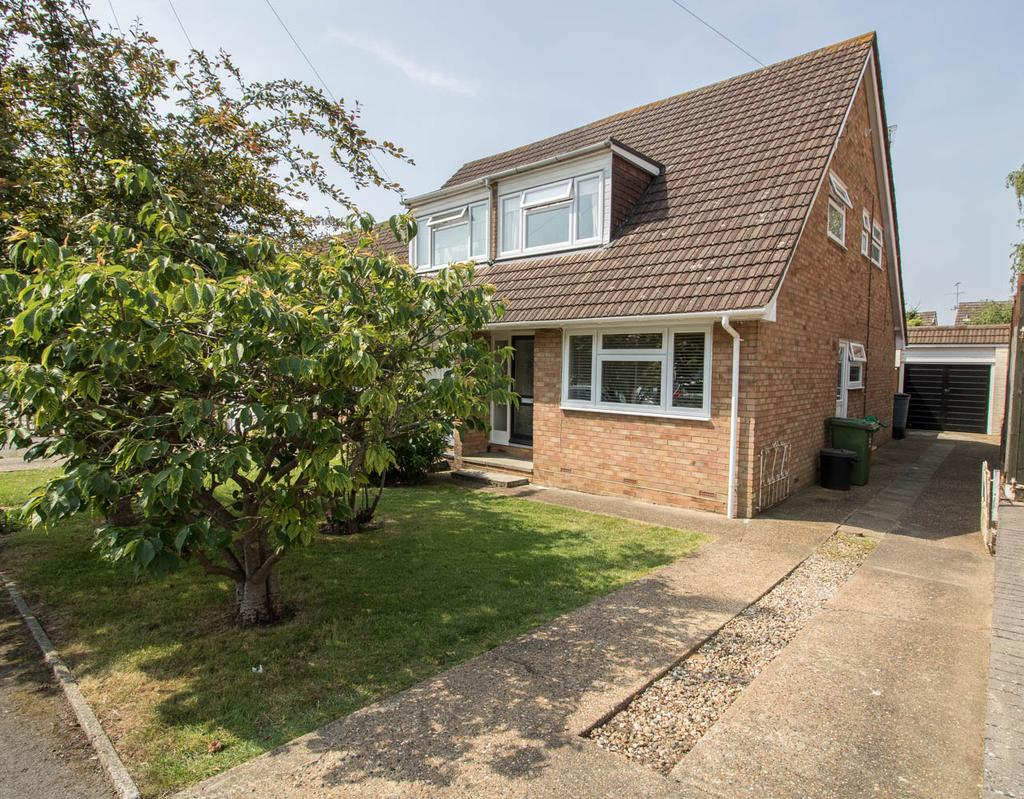 2 Bedrooms Semi Detached House for sale in Outwood Farm Close, Billericay CM11