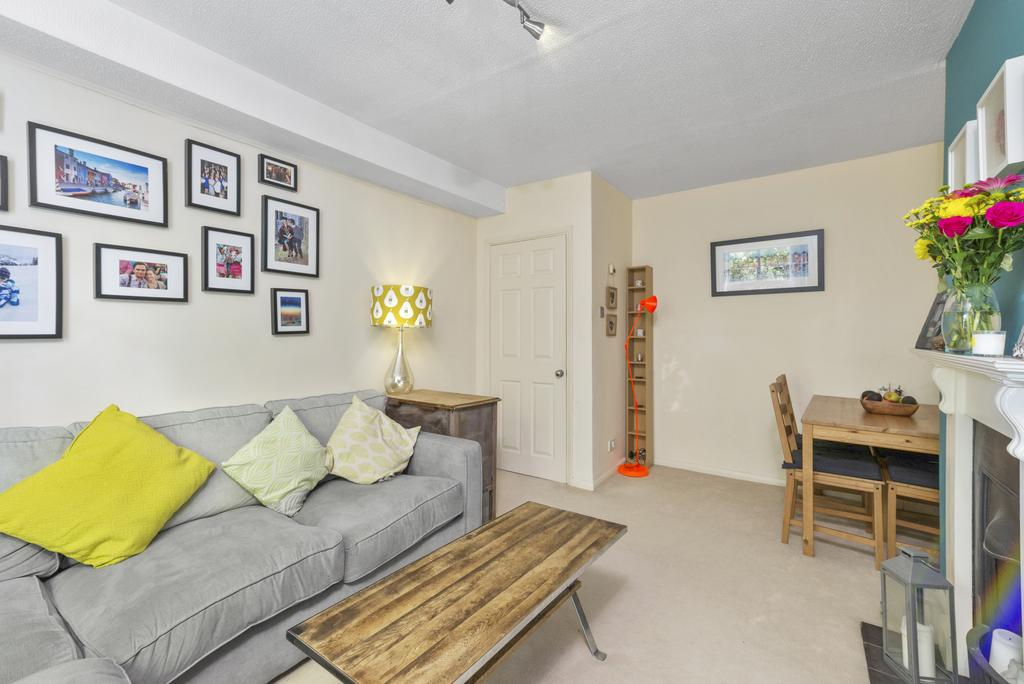 1 Bedroom Flat for sale in Wimbledon Park Road, SW18