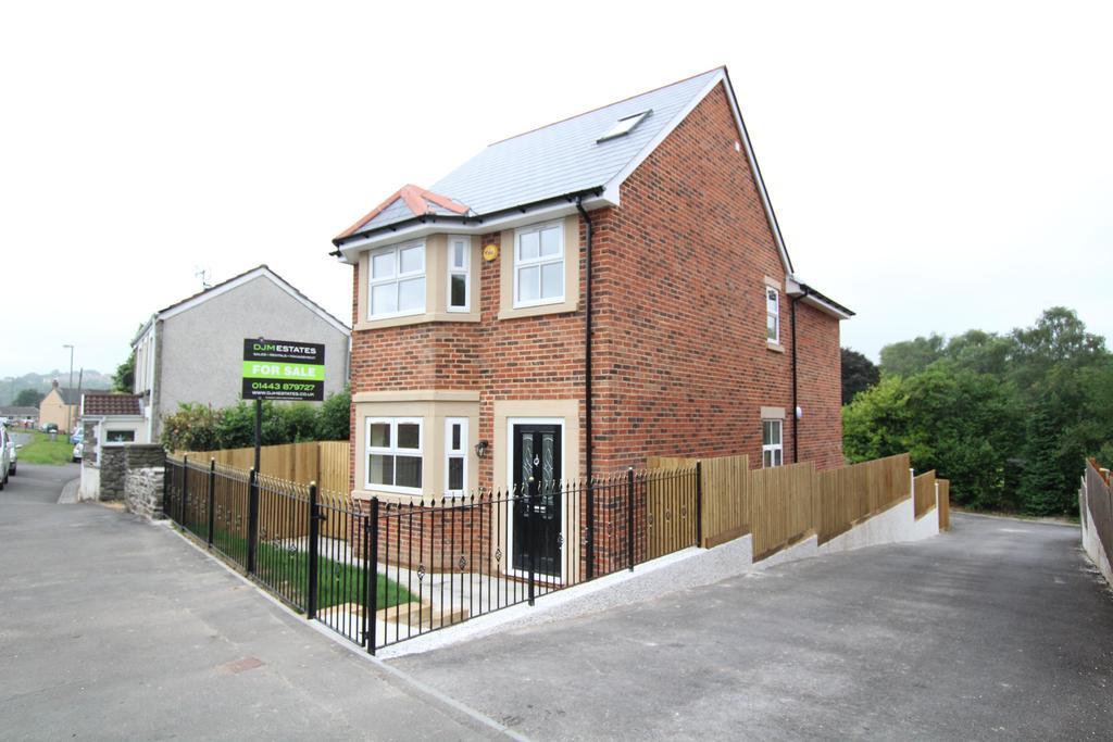 4 Bedrooms Detached House for sale in Victoria Road, Fleur De Lis, Blackwood NP12