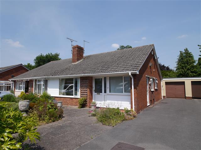 2 Bedrooms Semi Detached Bungalow for sale in Drakes Park, Wellington TA21