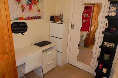 1 bedroom house share to rent - Madrid Road, GU2 7NU