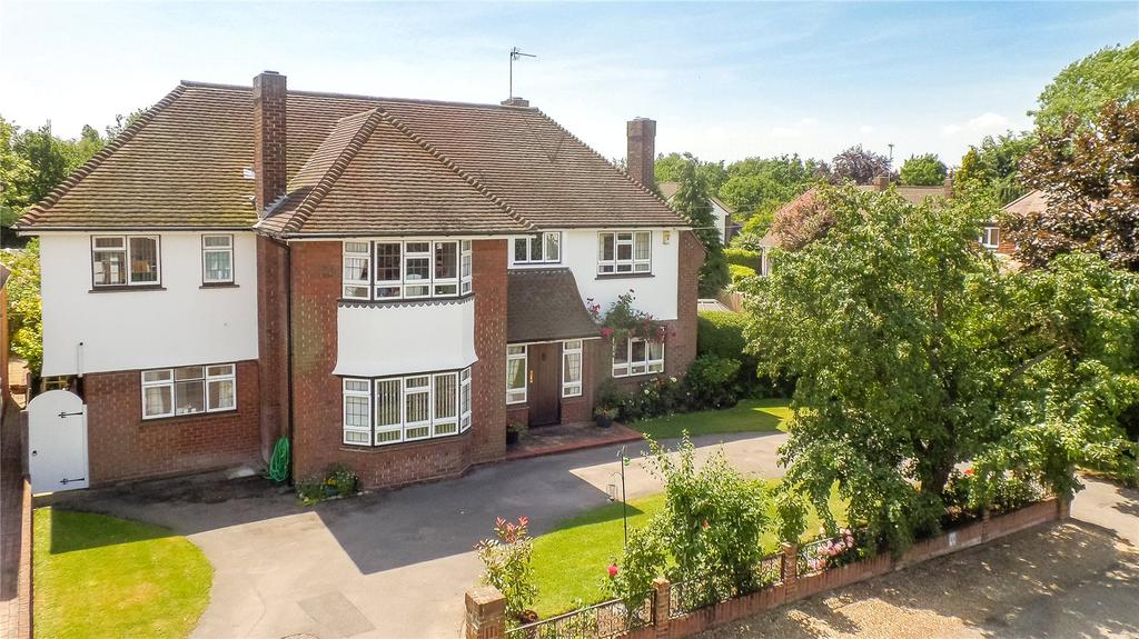 5 Bedrooms Detached House for sale in Green Close, Chelmsford