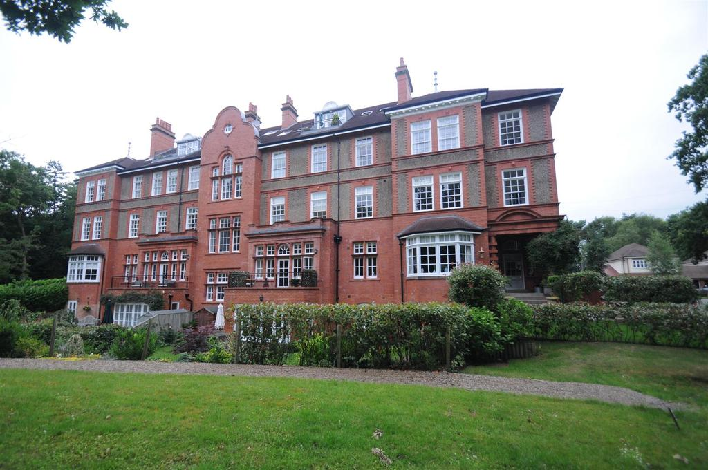 2 Bedrooms Apartment Flat for sale in Rowan House, Kingswood Park, Kingswood, Frodsham