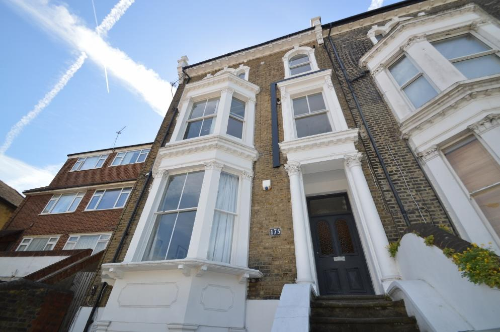 2 Bedrooms Flat for sale in Herbert Road, Woolwich, London SE18