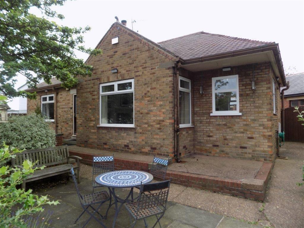 3 Bedrooms Detached Bungalow for sale in Daleswood Avenue, Off Broadway, Barnsley, S70