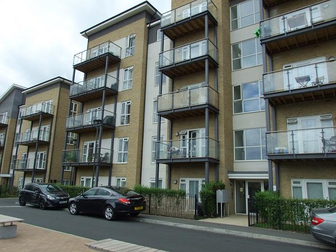 3 Bedrooms Flat for sale in Hyde Lodge, 11 Pennyroyal Drive, West Drayton