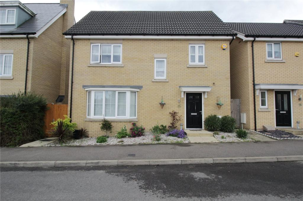 4 Bedrooms Detached House for sale in School Avenue, Laindon, Essex, SS15