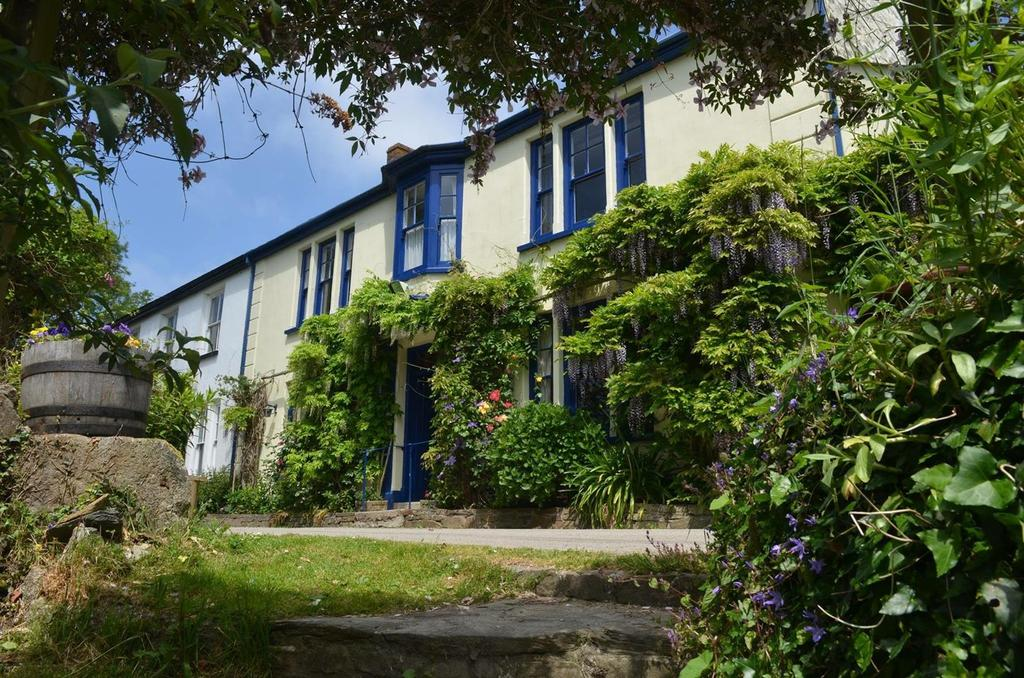 3 Bedrooms Semi Detached House for sale in Roseland