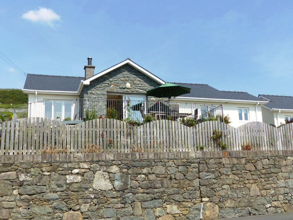 3 Bedrooms Bungalow for sale in Gwelfor, Llanaber, LL42