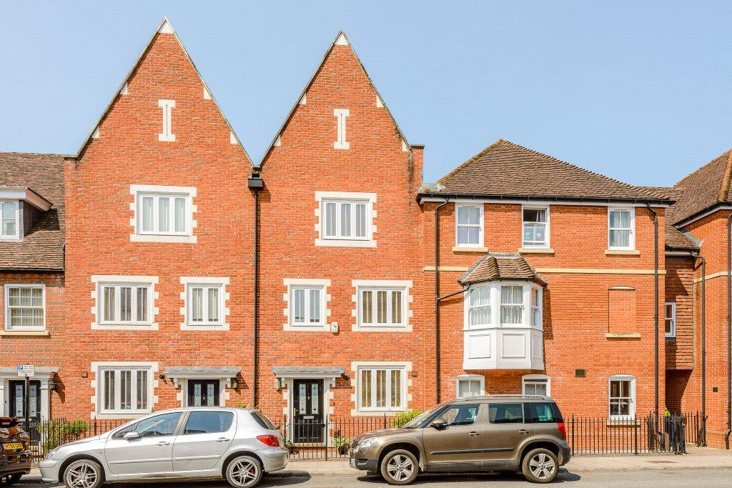 4 Bedrooms Town House for sale in Charter Court, Gigant Street, Salisbury, Wiltshire, SP1