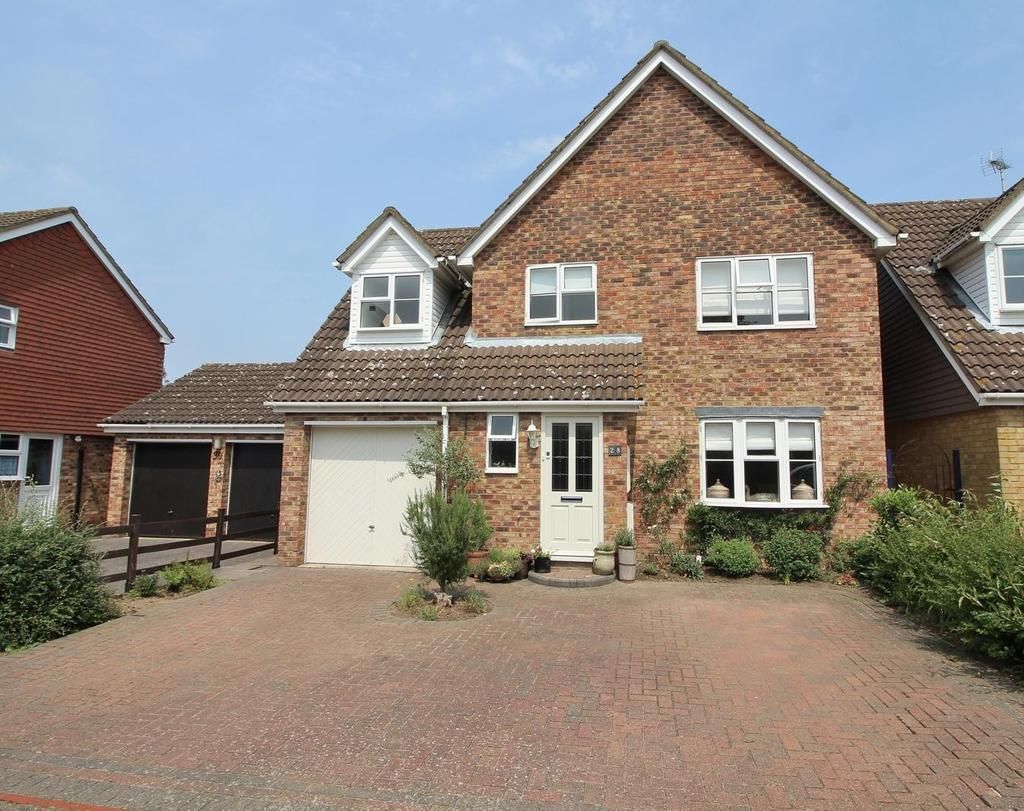 4 Bedrooms Detached House for sale in Weller Grove, Chelmsford, Essex, CM1