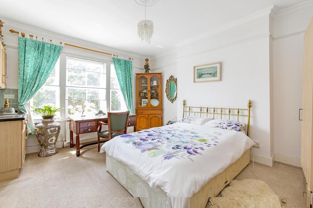 4 Bedrooms Flat for sale in Elsham Road, Kensington, W14