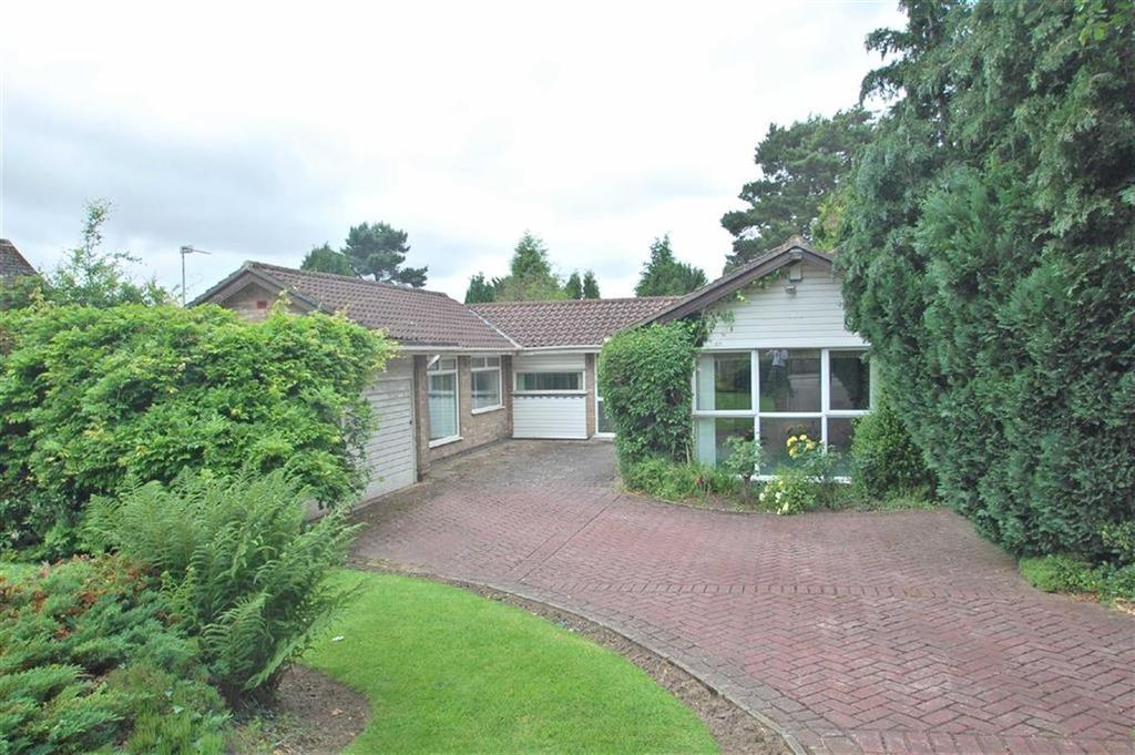 3 Bedrooms Detached Bungalow for sale in South Park Drive, Poynton, Cheshire