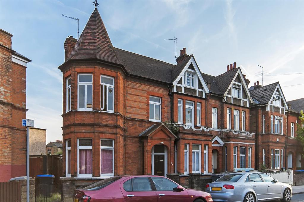 4 Bedrooms Maisonette Flat for sale in Chapter Road, London
