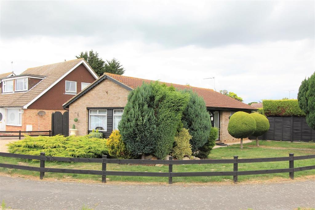 3 Bedrooms Detached Bungalow for sale in Pyesand, Kirby-Le-Soken, Frinton-On-Sea