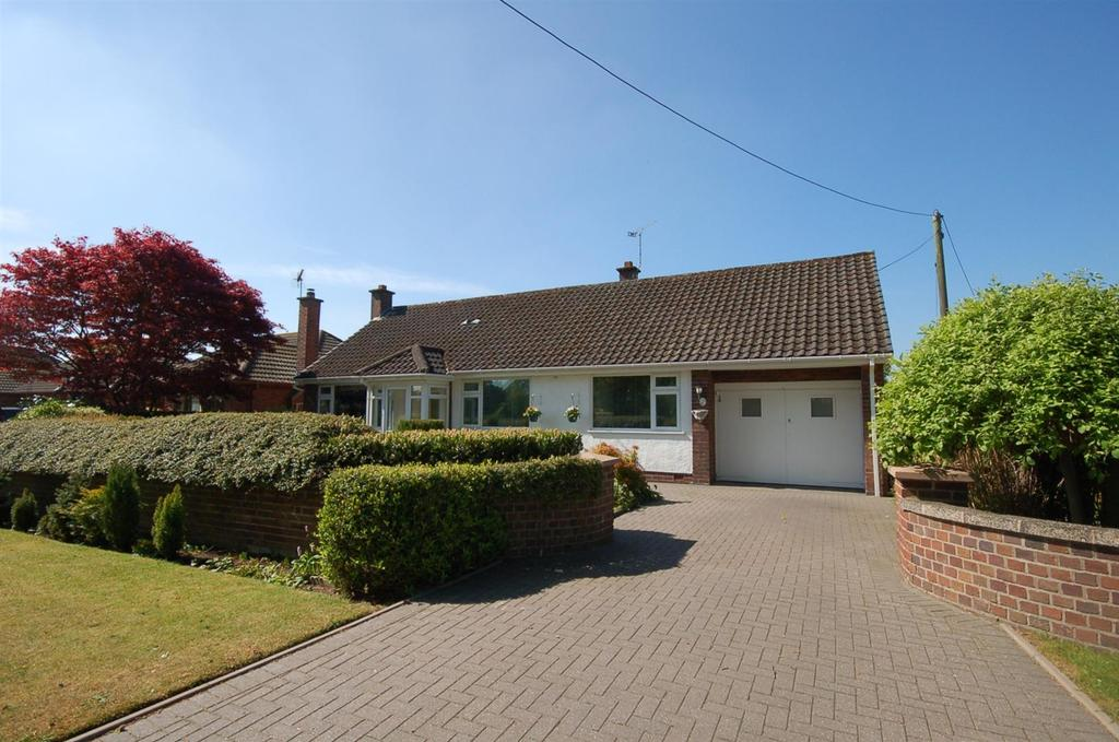 2 Bedrooms Detached Bungalow for sale in Lawton Heath Road, Church Lawton