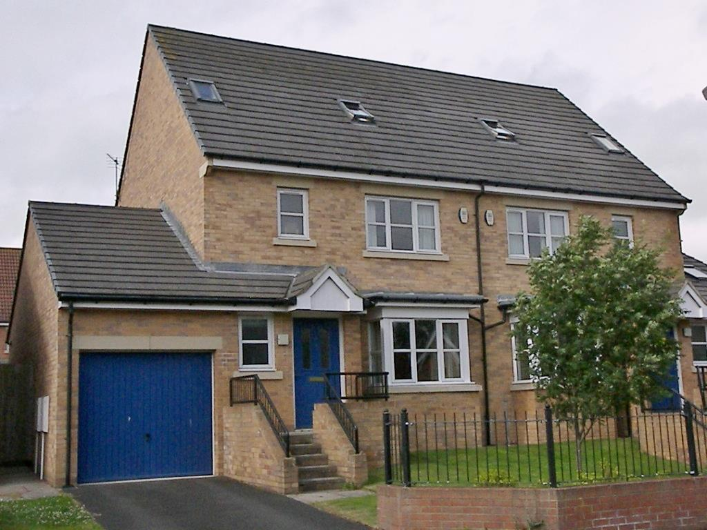 4 Bedrooms Town House for sale in Bluebell Rise, Morpeth