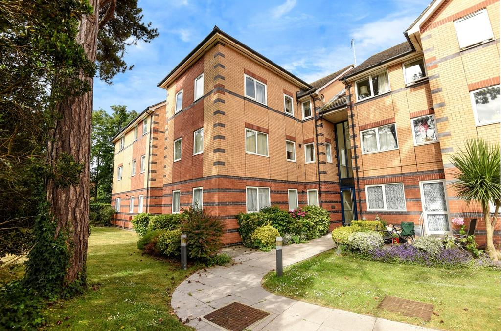 2 Bedrooms Flat for sale in Courtfield House, Hambledon Place, Bognor Regis, PO21