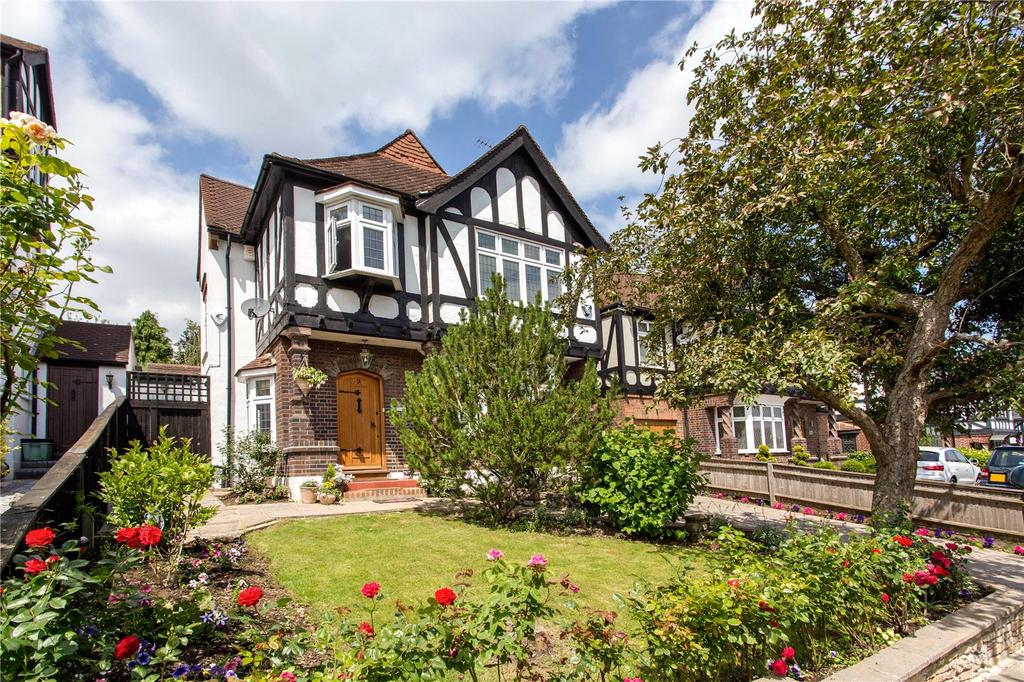 5 Bedrooms Detached House for sale in Malvern Drive, Woodford Green, Essex, IG8