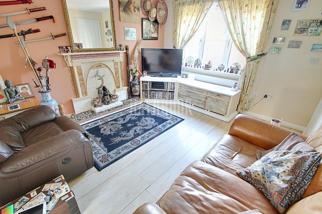 3 Bedrooms Semi Detached House for sale in Fretson Close, Parklands, S2