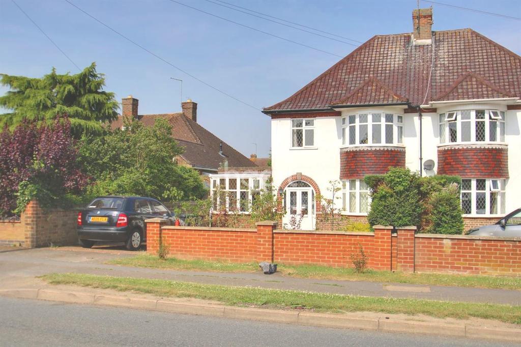 4 Bedrooms Semi Detached House for sale in Wymington Road, Rushden