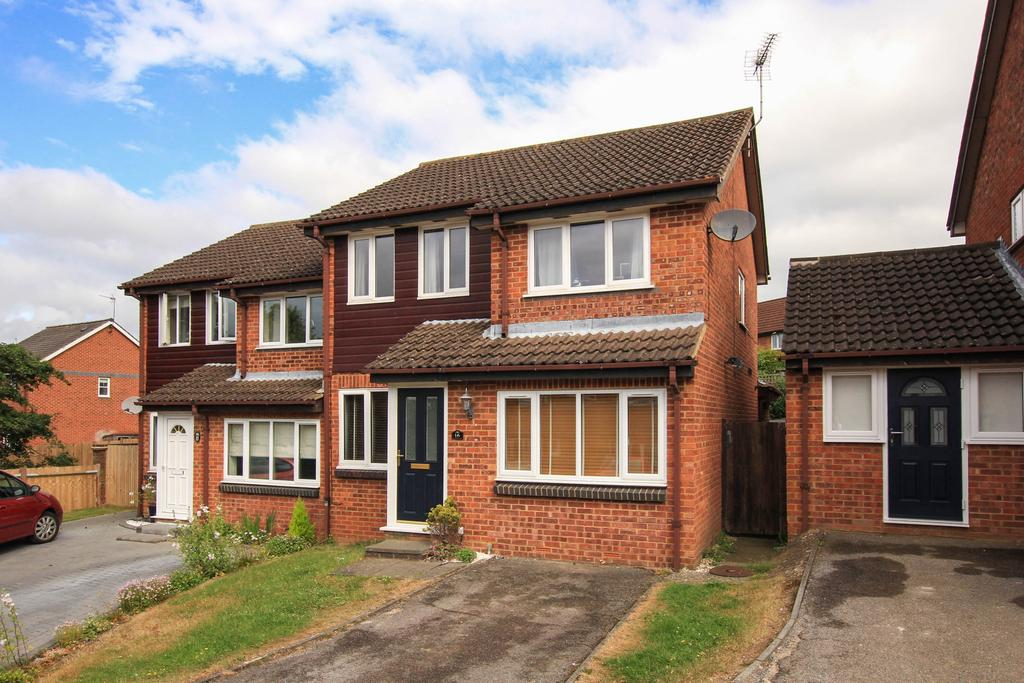 3 Bedrooms Semi Detached House for sale in Connaught Gardens, Berkhamsted HP4