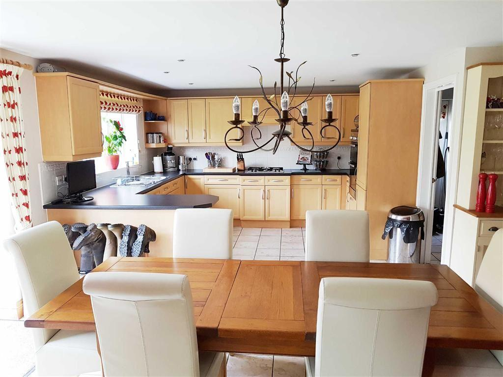 5 Bedrooms Detached House for sale in Ten Shilling Drive, Coventry