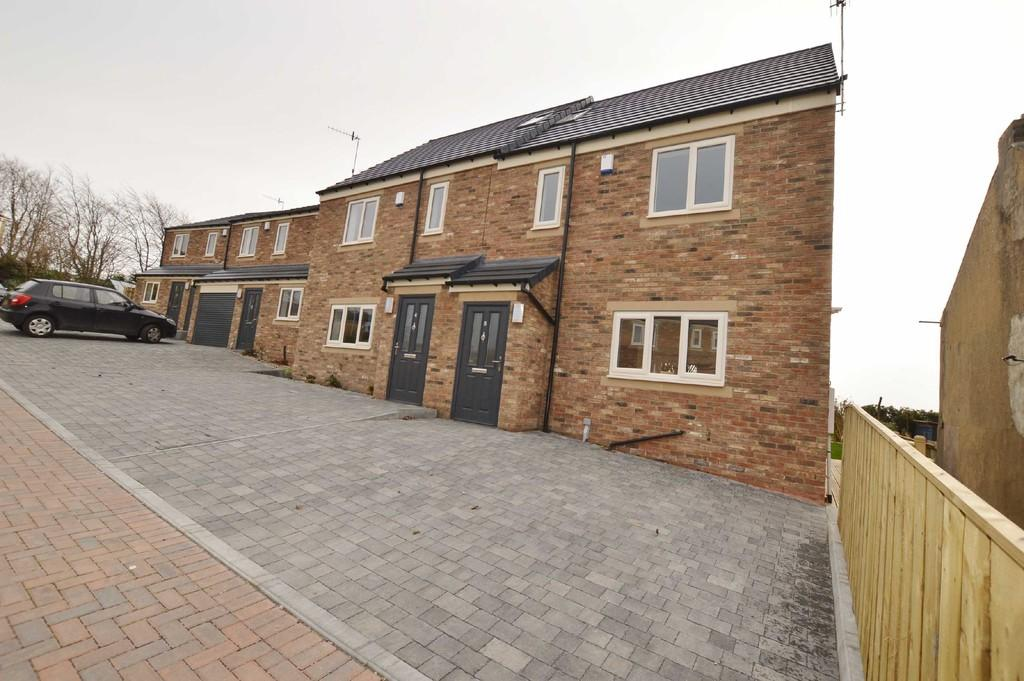3 Bedrooms Semi Detached House for sale in Edgewell Court, Prudhoe