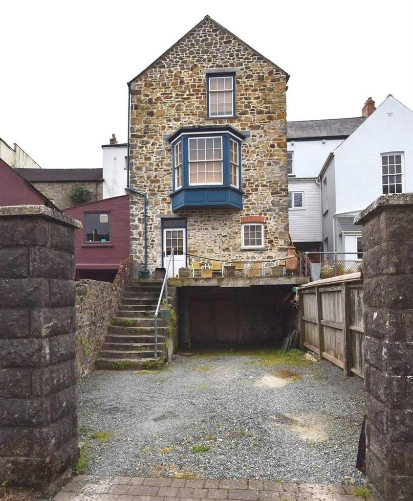 3 Bedrooms Town House for sale in Haverfordwest