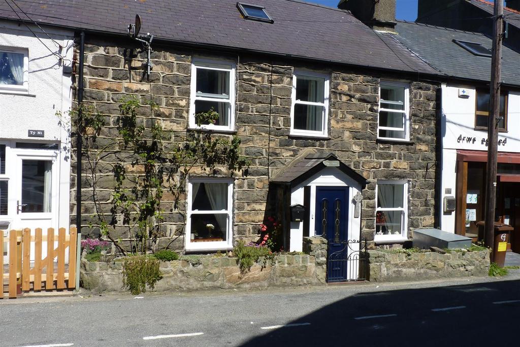 5 Bedrooms Terraced House for sale in Stryd Y Plas, Nefyn, Pwllheli